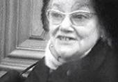 image du visage d'une femme pendant une manifestation