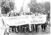 Manifestation pour un renforecment de la loi pour l'IVG 6 octobre 1979 à Rennes, des femmes défilent